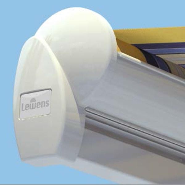 В базовой модели серии Family Classic тканевый ролик навеса не защищен или «открыт».